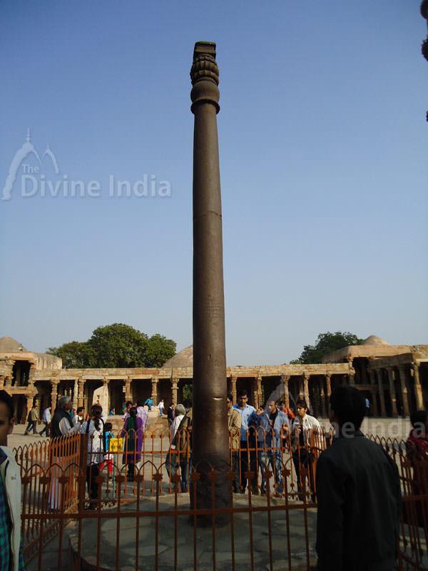Qutub Minar Iron Pillar Inscriptions Qutub Minar : Iron Pil...