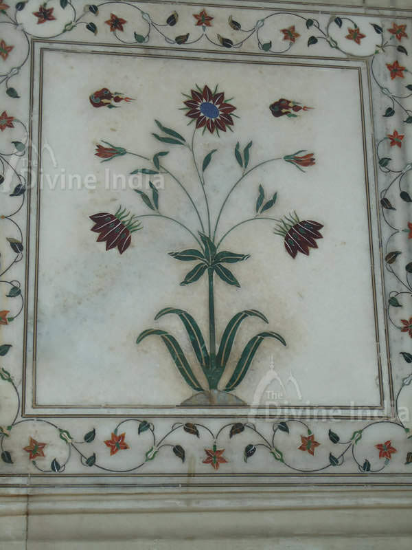 The Red Fort : Beautiful Pietra Dura Wall, Diwan-i-khas - The ...